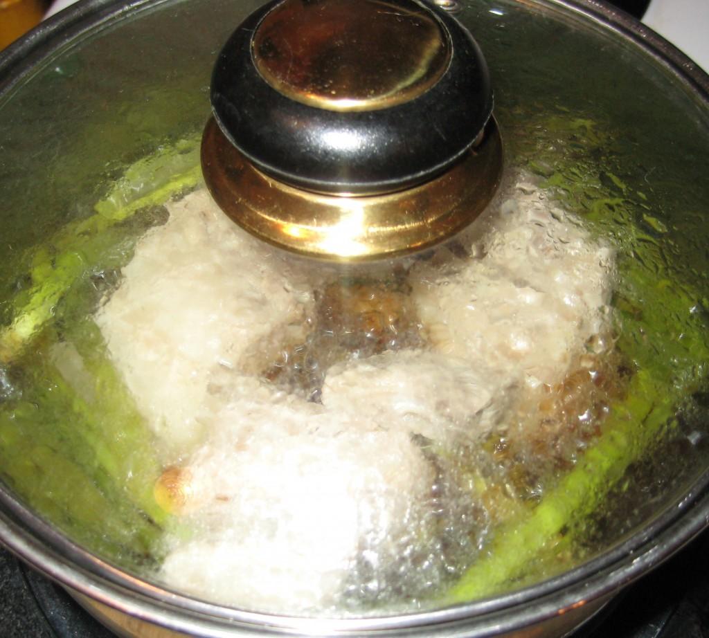 正在熱湯中掙扎的肉肉們